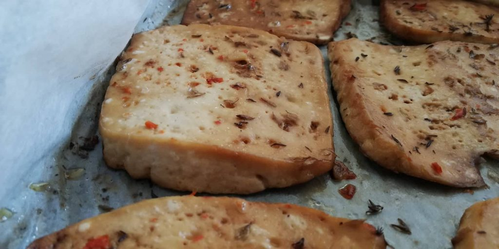 Tofu no forno (e como usar tofu para tratar queimaduras)
